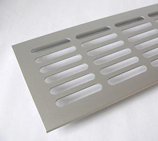 F1 Ezüst színű alumínium szellőzőrács
