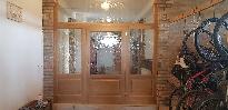 Térelválasztó ajtó, tiffany díszüveggel